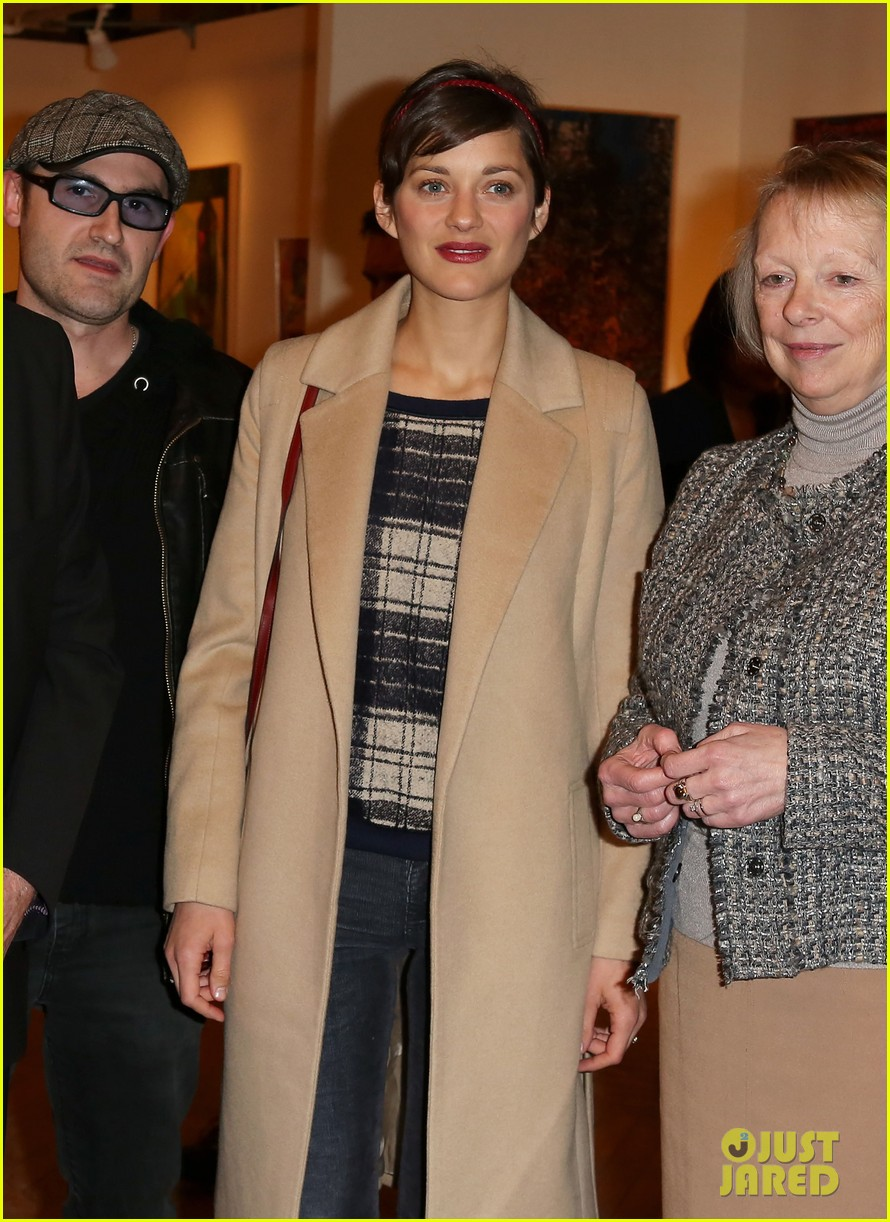 marion cotillard florence break painting unveiling 05