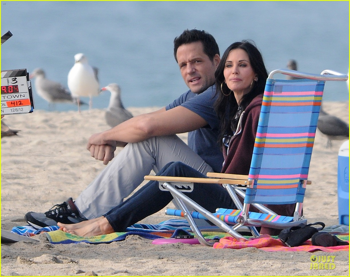 courteney cox cougar town set with josh hopkins 142771588