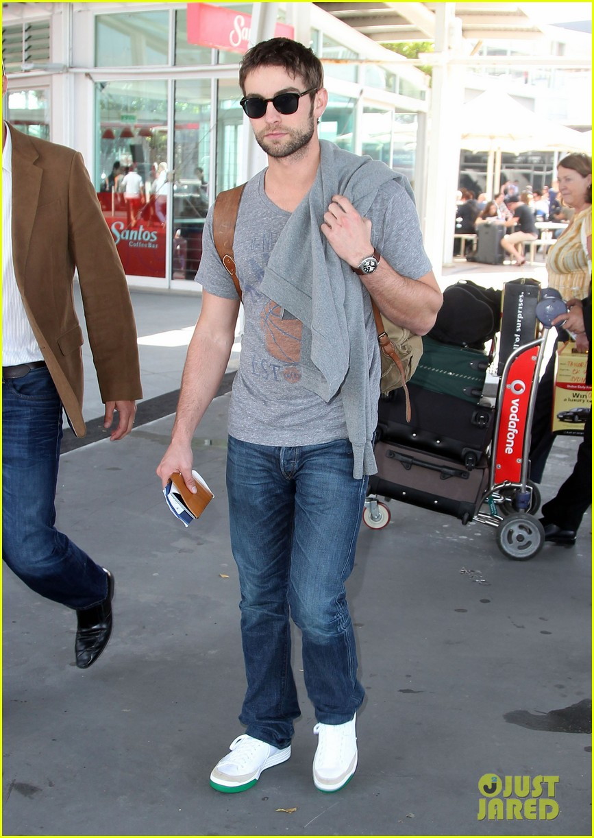 chace crawford heads to australia for new years 01