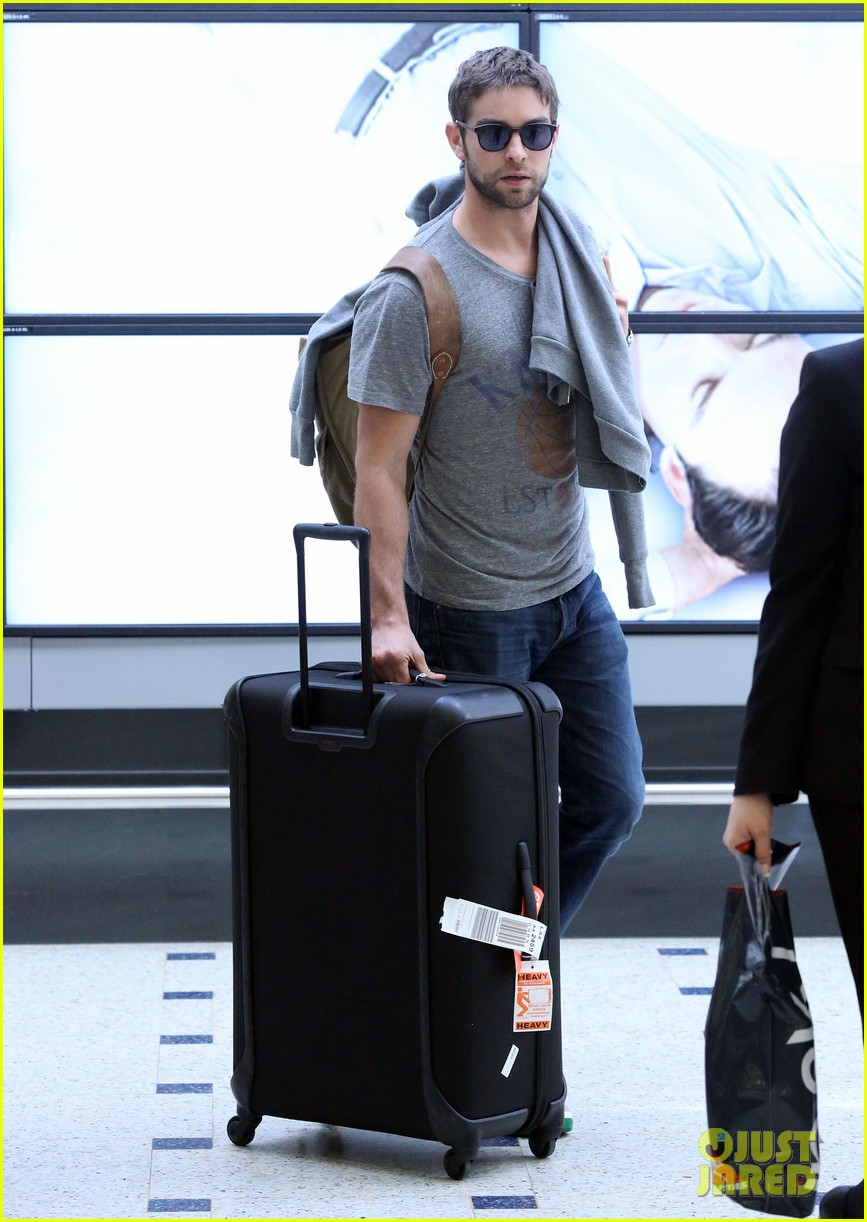 chace crawford heads to australia for new years 03