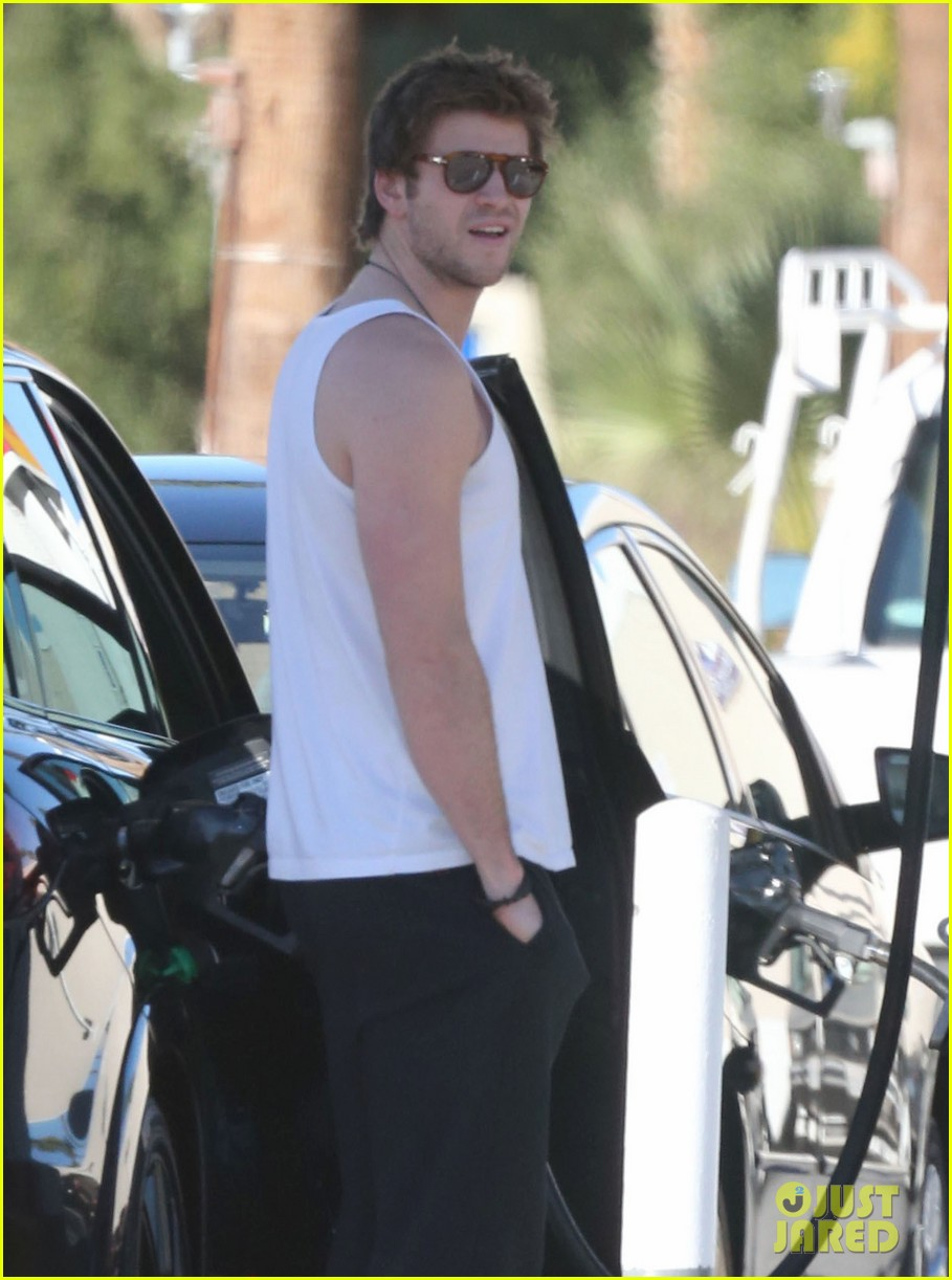miley cyrus liam hemsworth post christmas family gathering 022781128