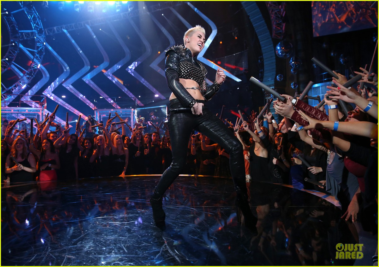 miley cyrus vh1 divas performance watch now 05