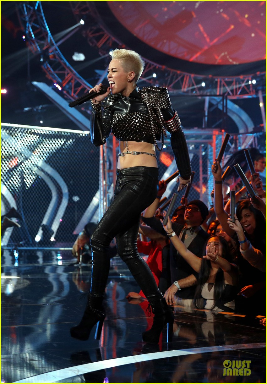 miley cyrus vh1 divas performance watch now 072777070