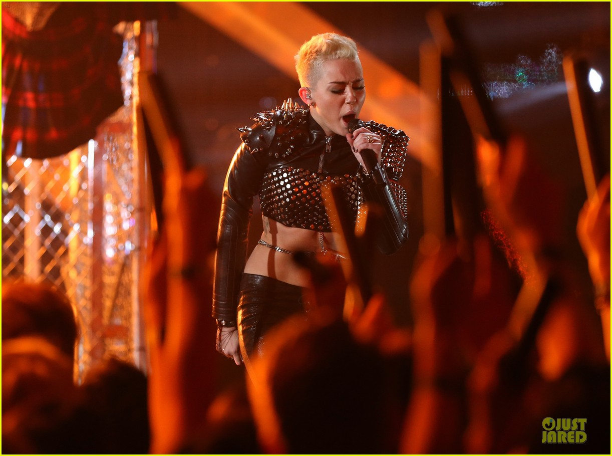 miley cyrus vh1 divas performance watch now 22