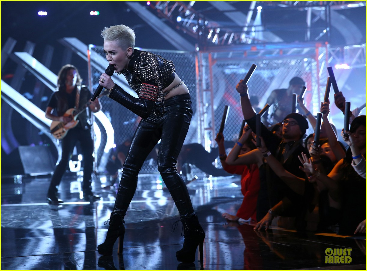 miley cyrus vh1 divas performance watch now 25
