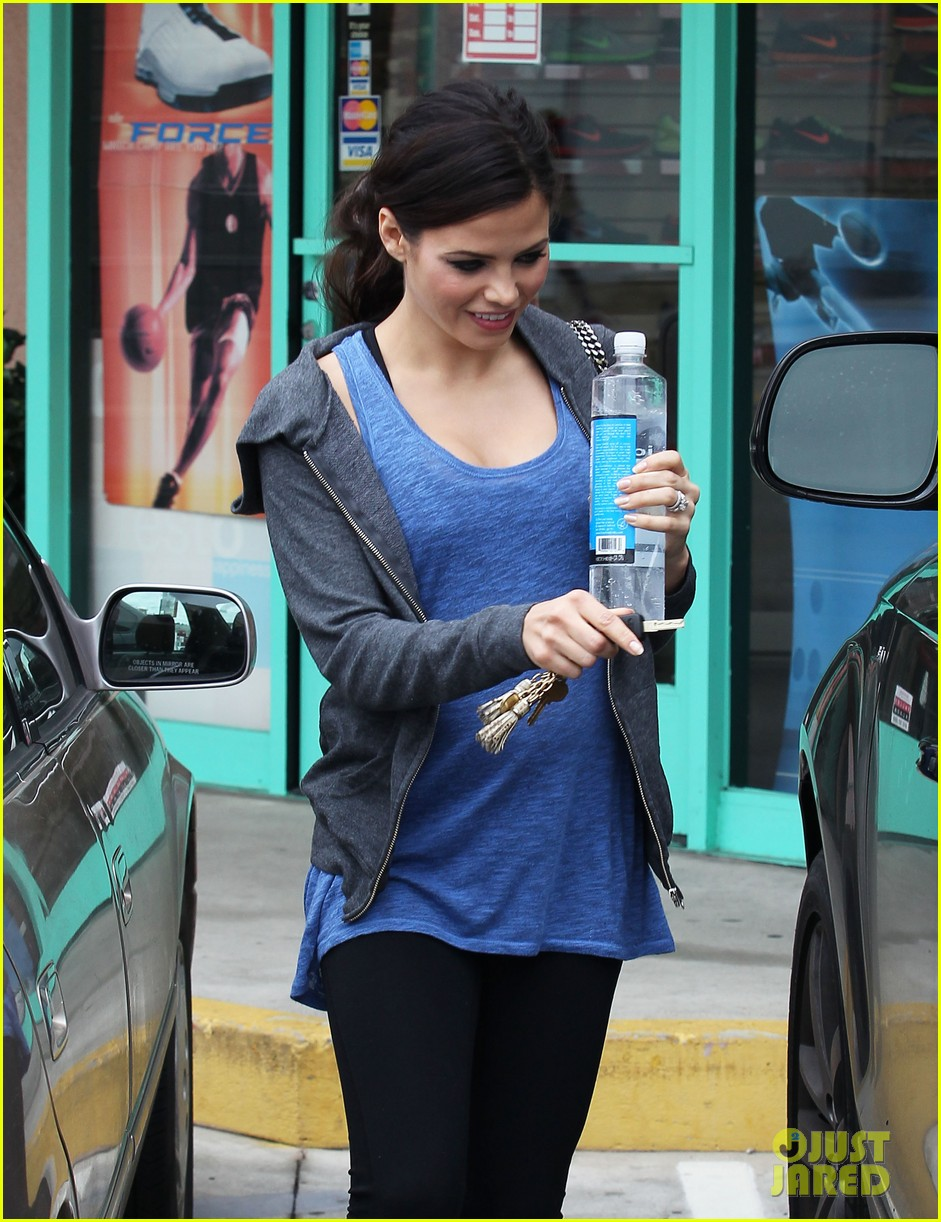 pregnant jenna dewan brings her baby bump to the gym 08