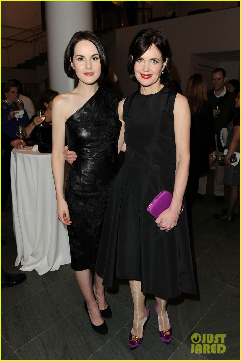 michelle dockery elizabeth mcgovern downton abbey evening 16