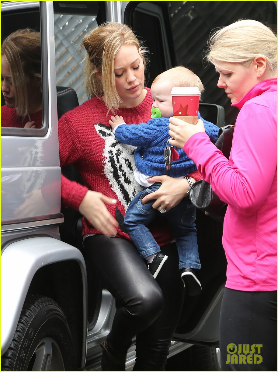 hilary duff babys first class with luca 09