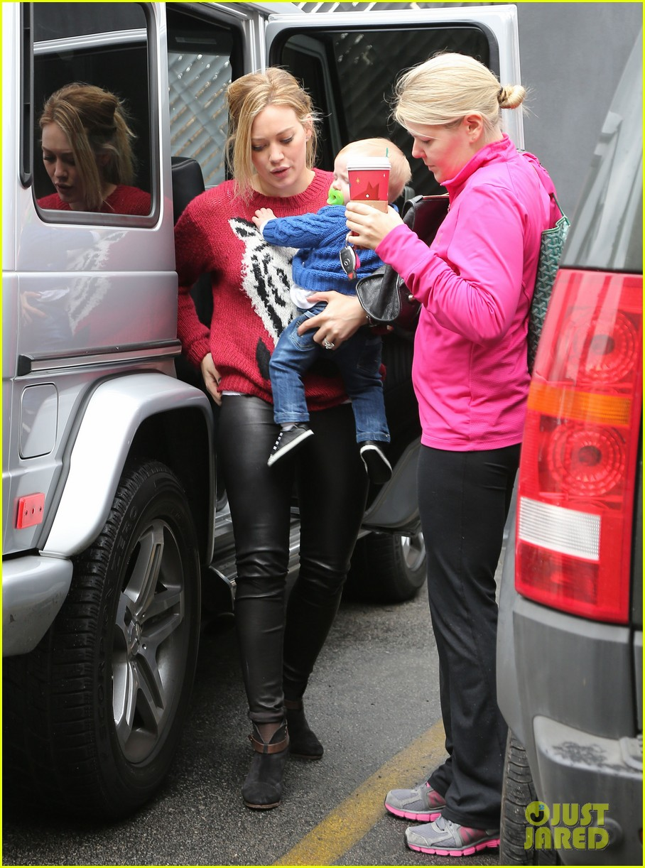 hilary duff babys first class with luca 102775325