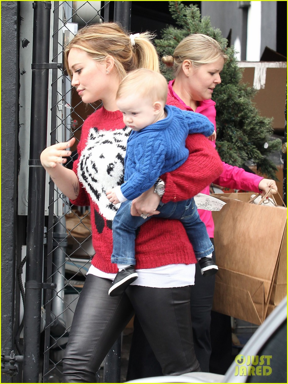 hilary duff babys first class with luca 28