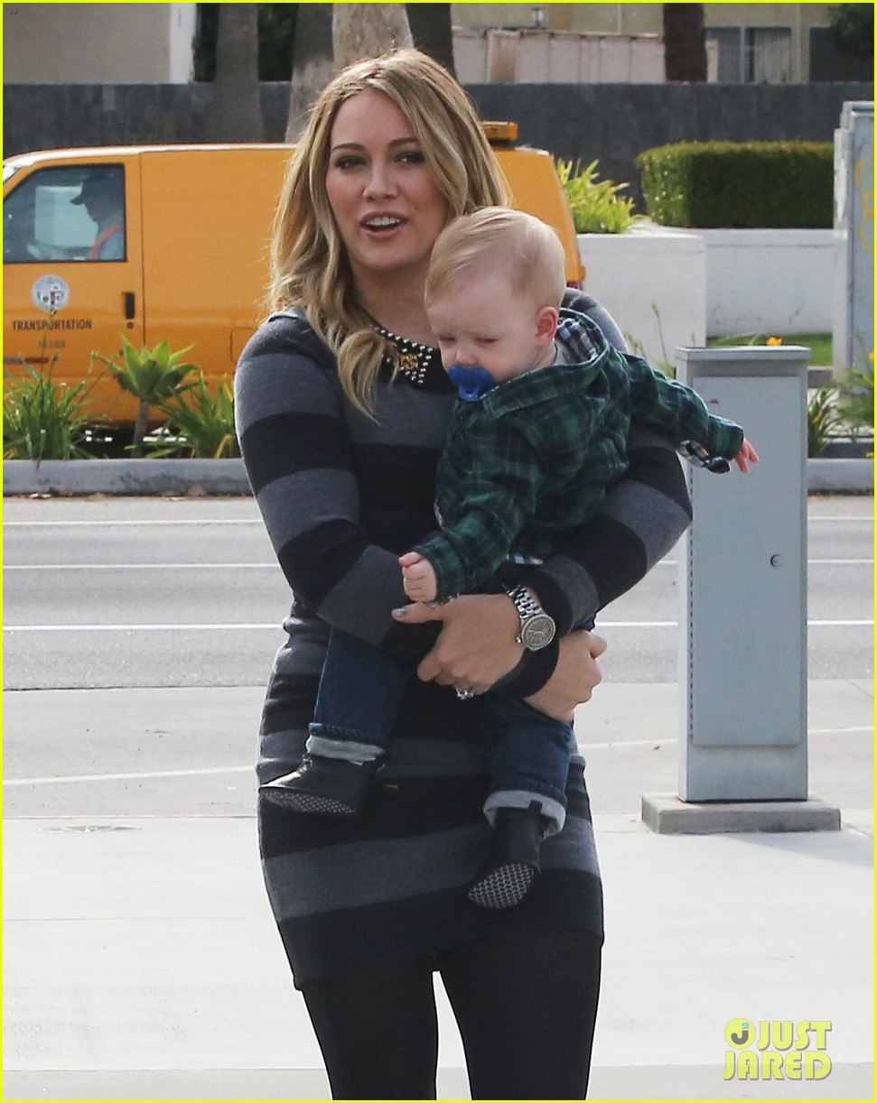 hilary duff mike comrie family fun day with luca 08