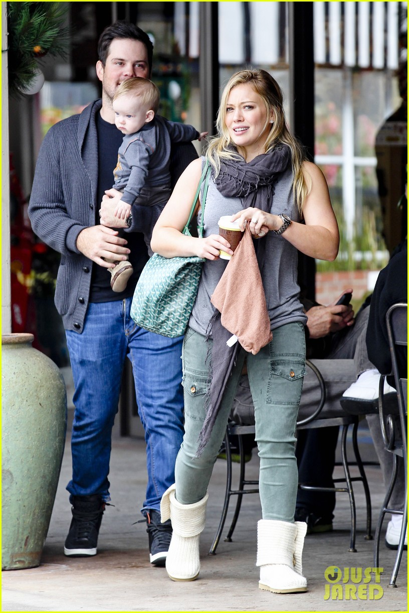 hilary duff mike comrie shopping baby luca 01