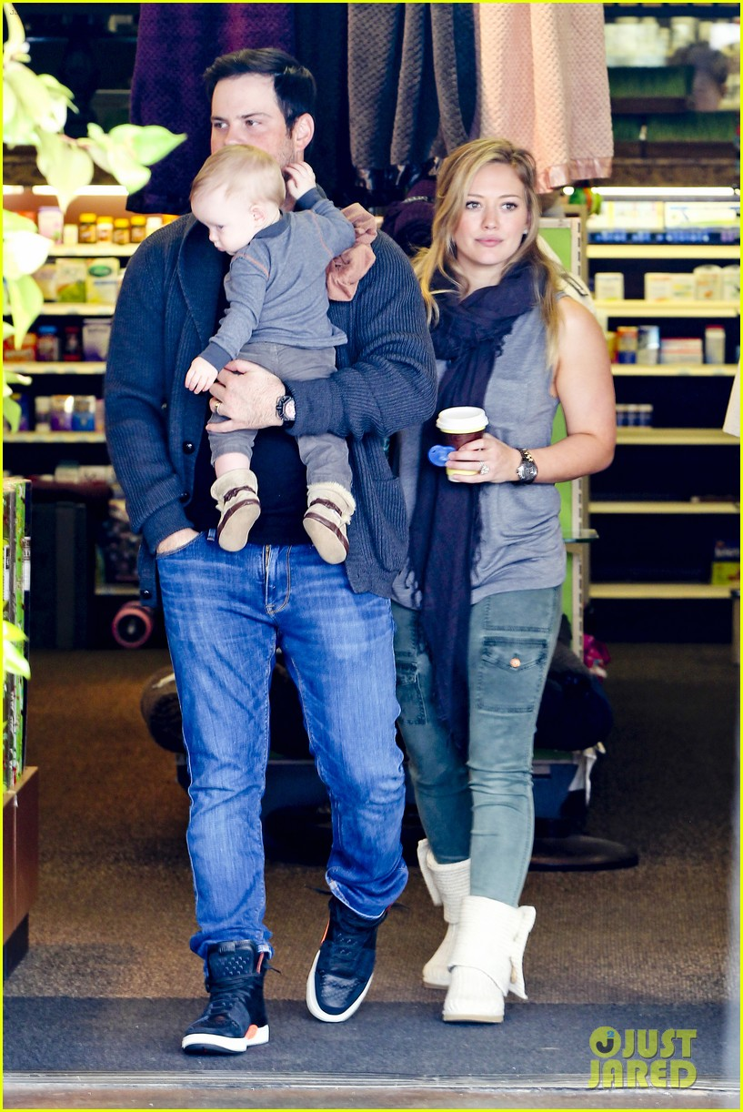 hilary duff mike comrie shopping baby luca 062767880