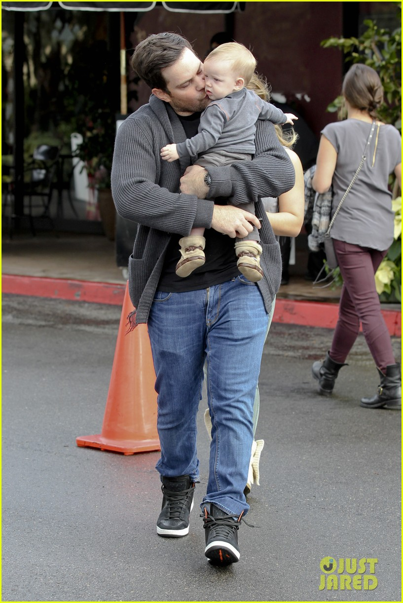 hilary duff mike comrie shopping baby luca 19