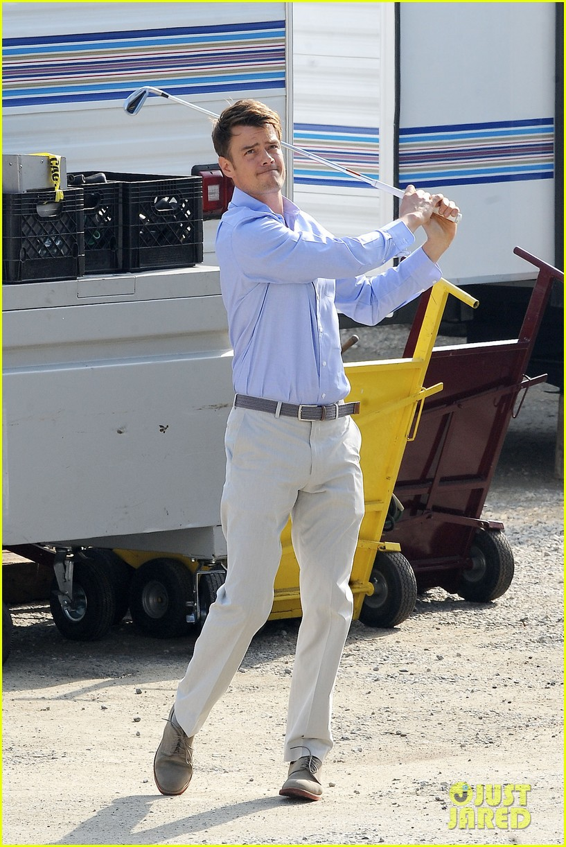josh duhamel practices golf swing on youre not you set 132770207