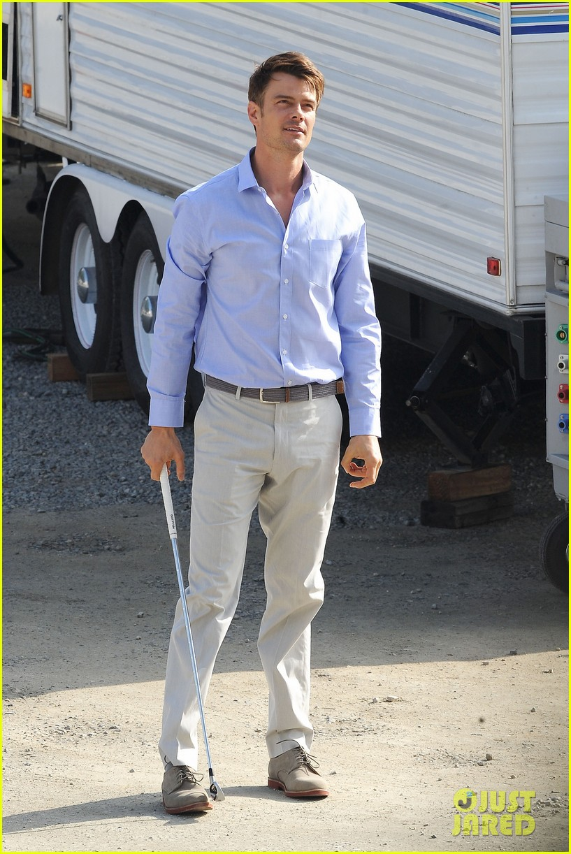 josh duhamel practices golf swing on youre not you set 15