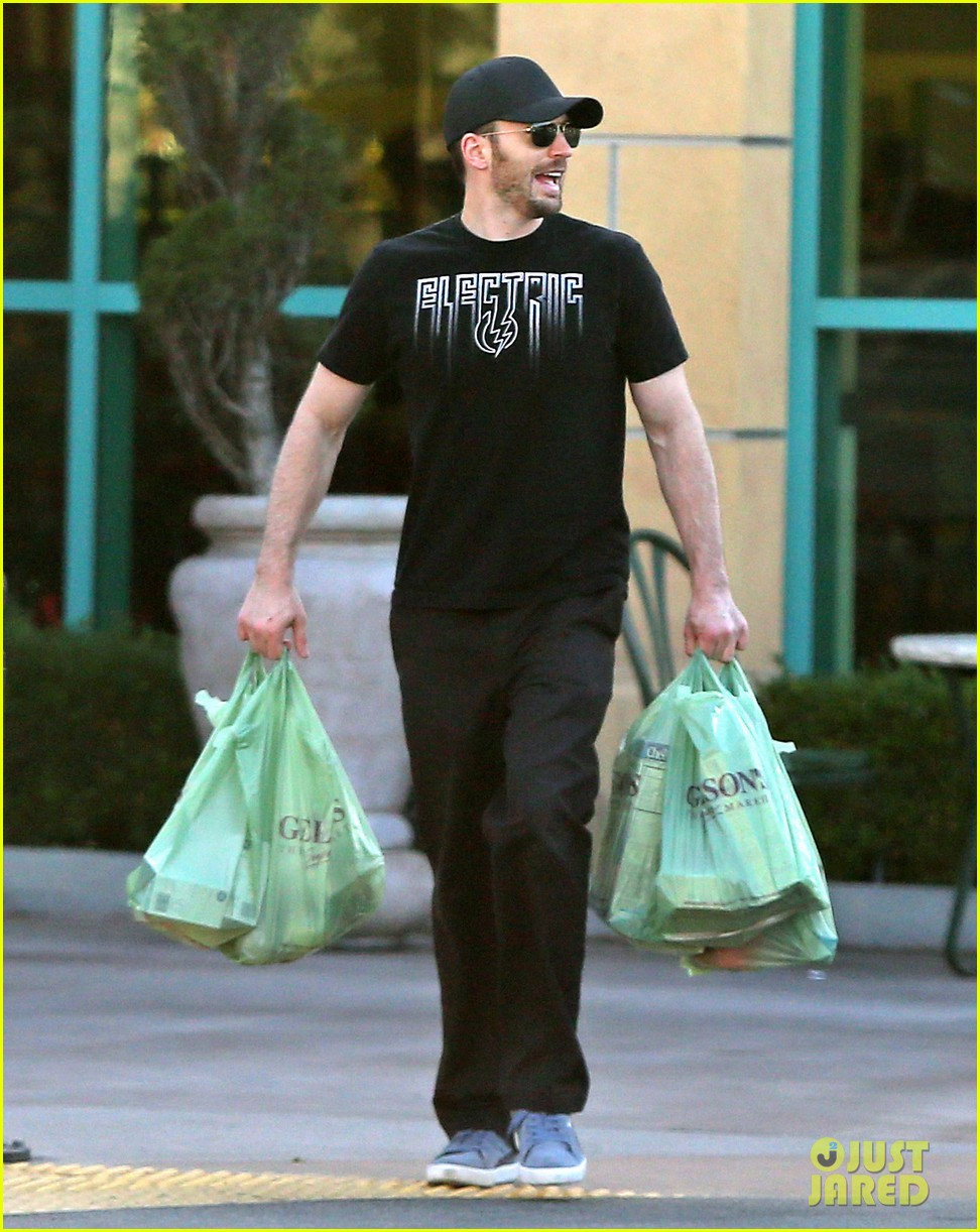 chris evans goes grocery shopping minka kelly works out 102772220