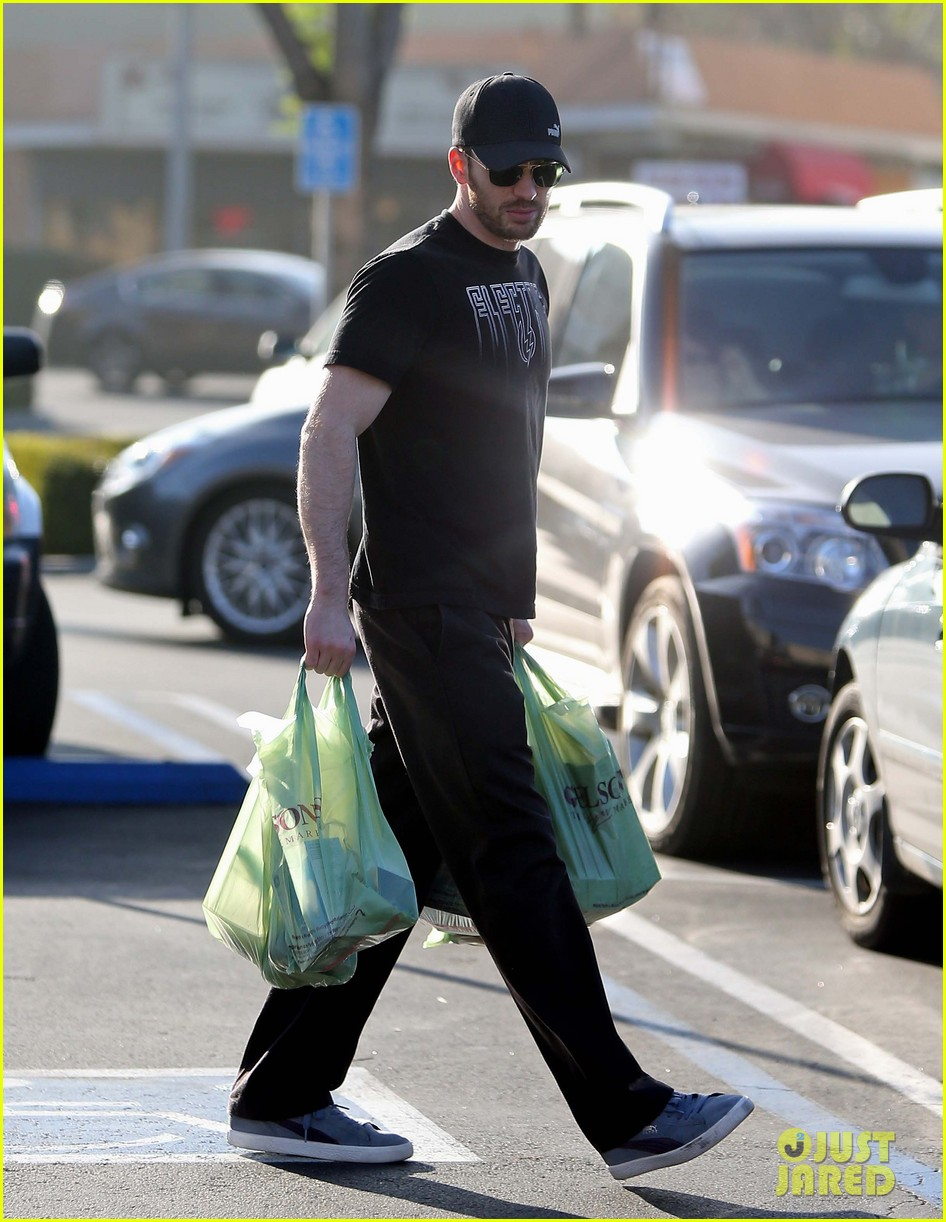 chris evans goes grocery shopping minka kelly works out 132772223