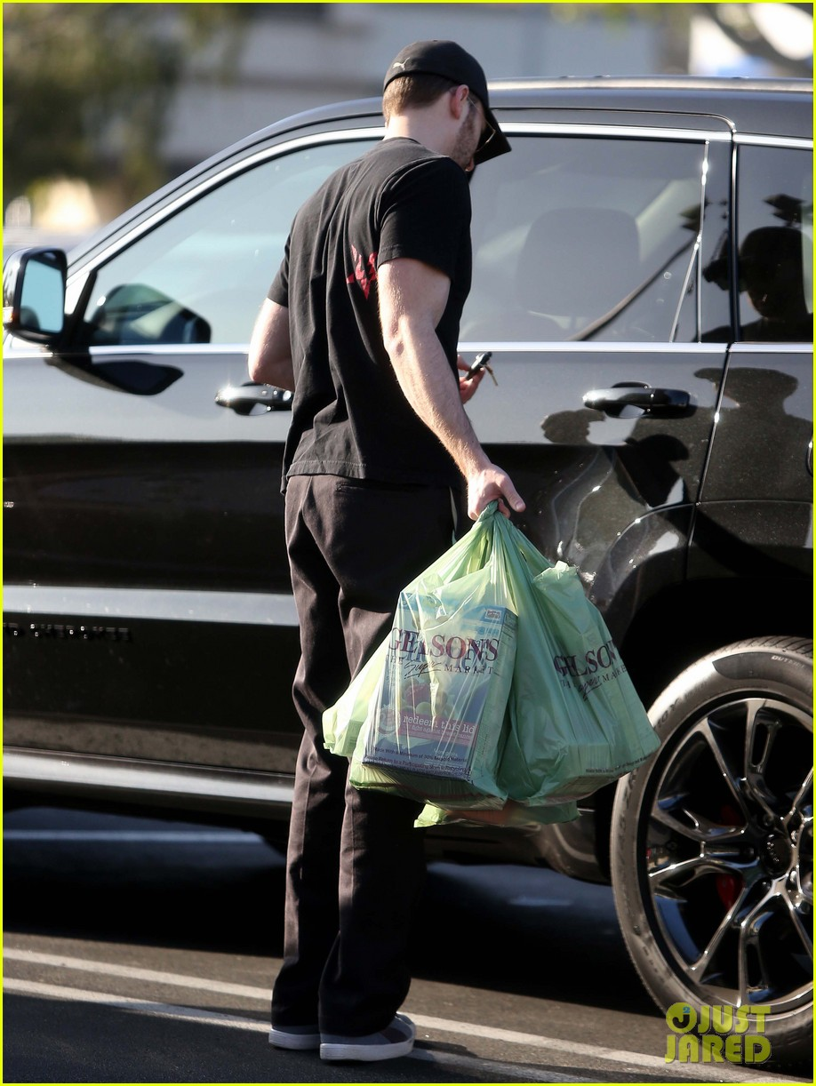 chris evans goes grocery shopping minka kelly works out 15