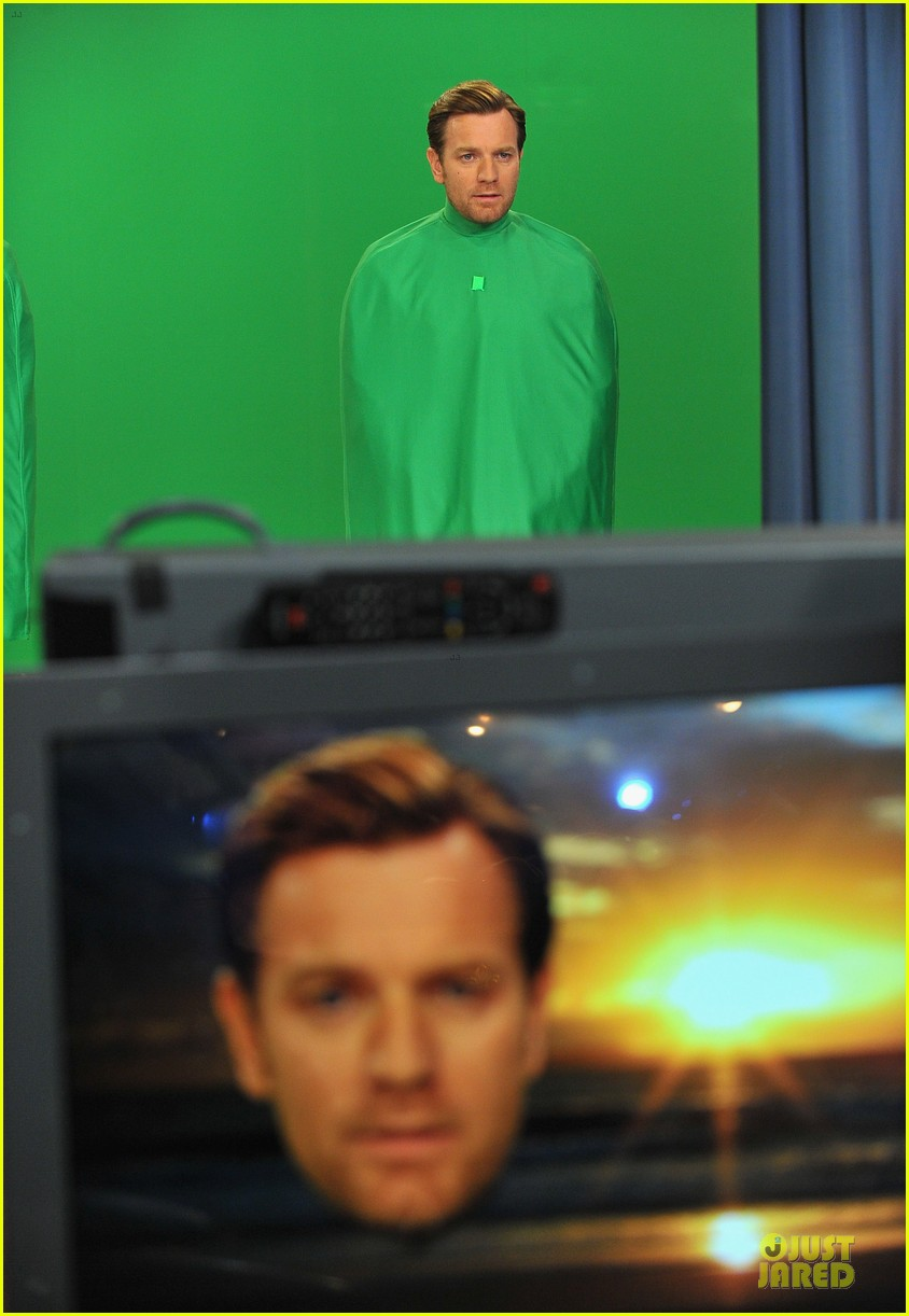 ewan mcgregor green screen fun with jimmy fallon 05
