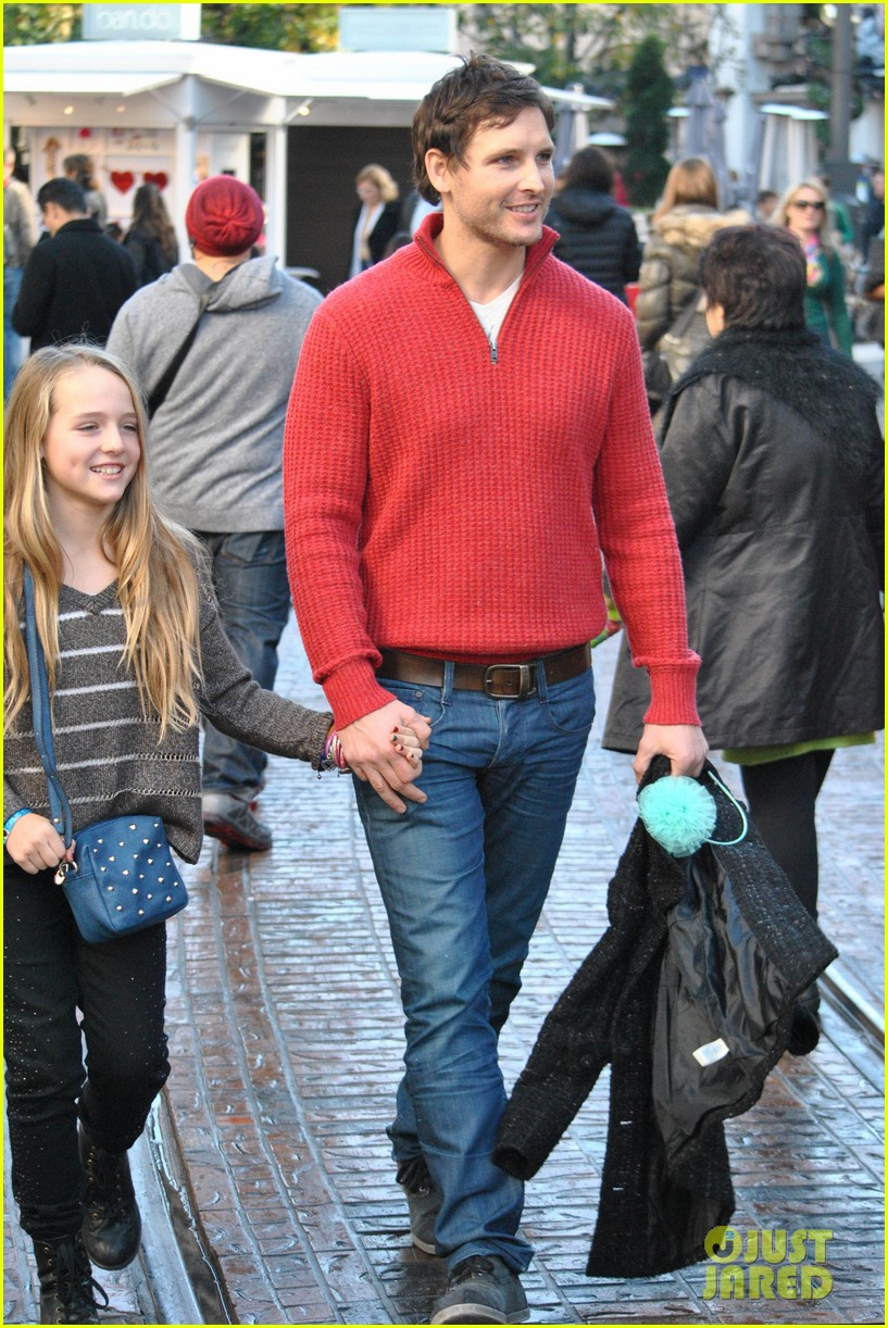peter facinelli christmas eve shopping with lola 092780774