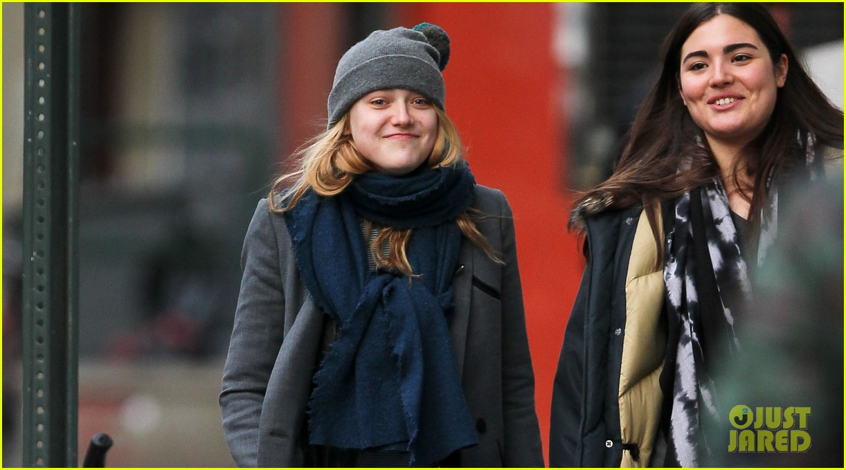 dakota fanning chilly soho stroll 032775261