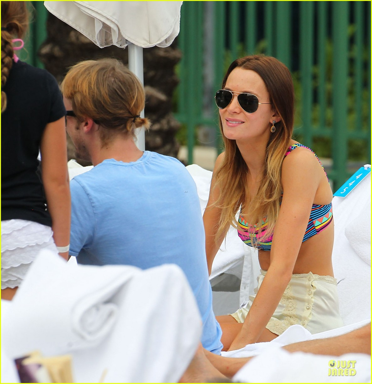 tom felton poolside with jade olivia 192782155