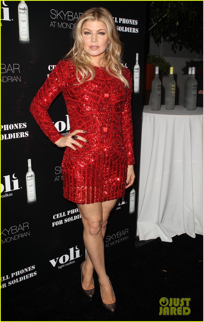 fergie charity holiday party host 03