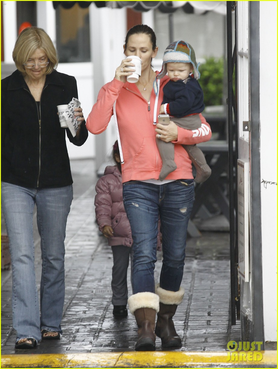 jennifer garner breakfast with bens mom 02