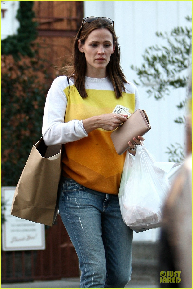 jennifer garner& ben affleck brentwood country mart family 04