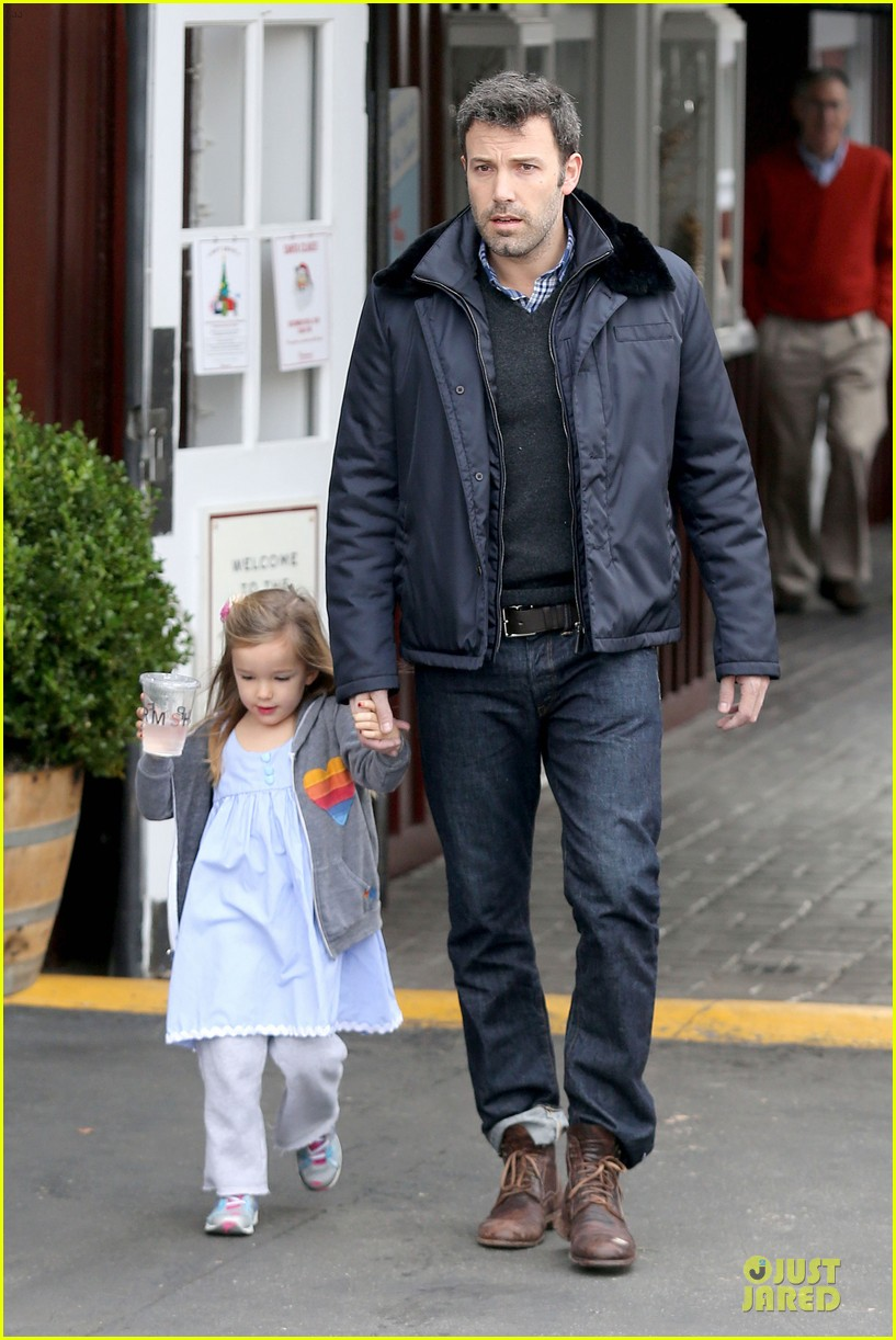 jennifer garner& ben affleck brentwood country mart family 19