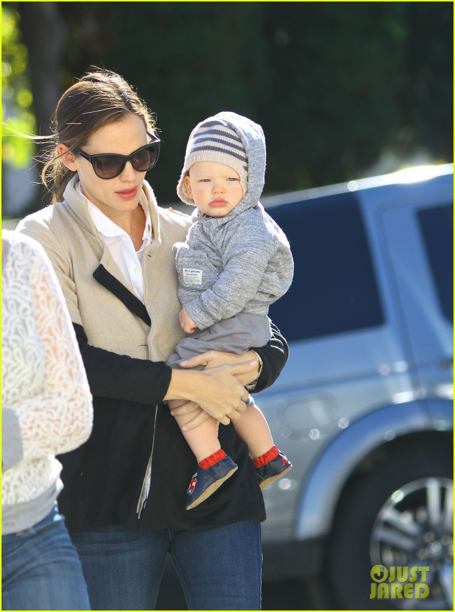 jennifer garner shopping with samuel 04