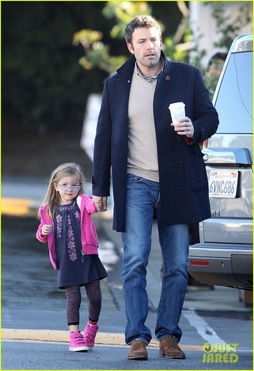 jennifer garner ben affleck separate morning coffee runs 05