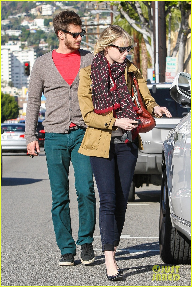 andrew garfield emma stone romantic stroll 05