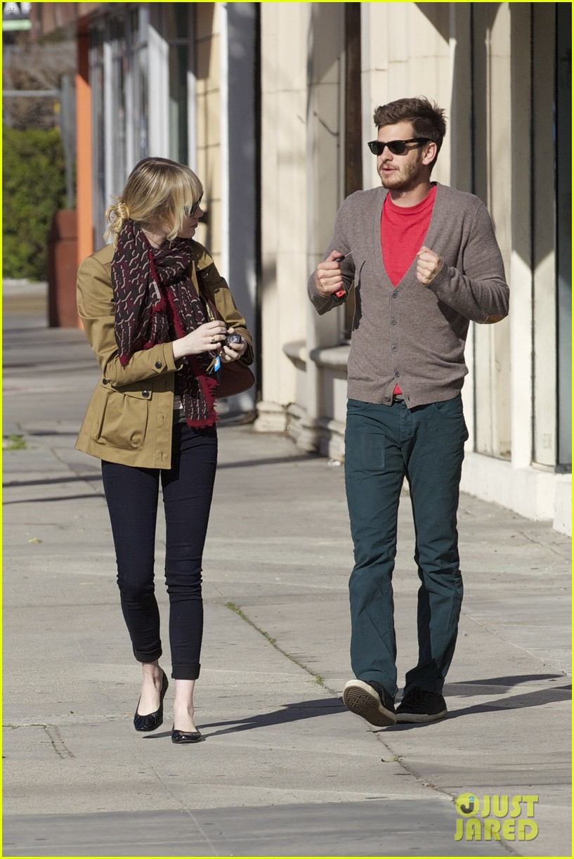 andrew garfield emma stone romantic stroll 19