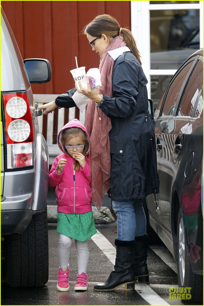 jennifer garner & seraphina eyeglasses wearing duo 04