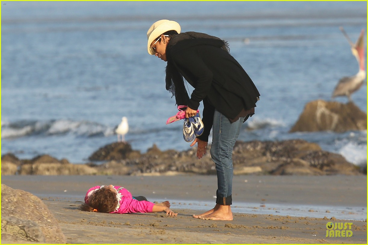 halle berry beach strolling duo 152772484