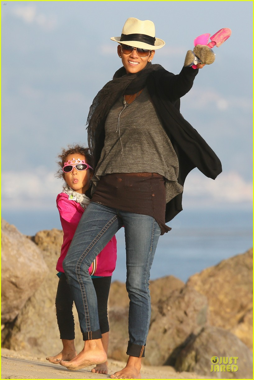 halle berry beach strolling duo 232772492