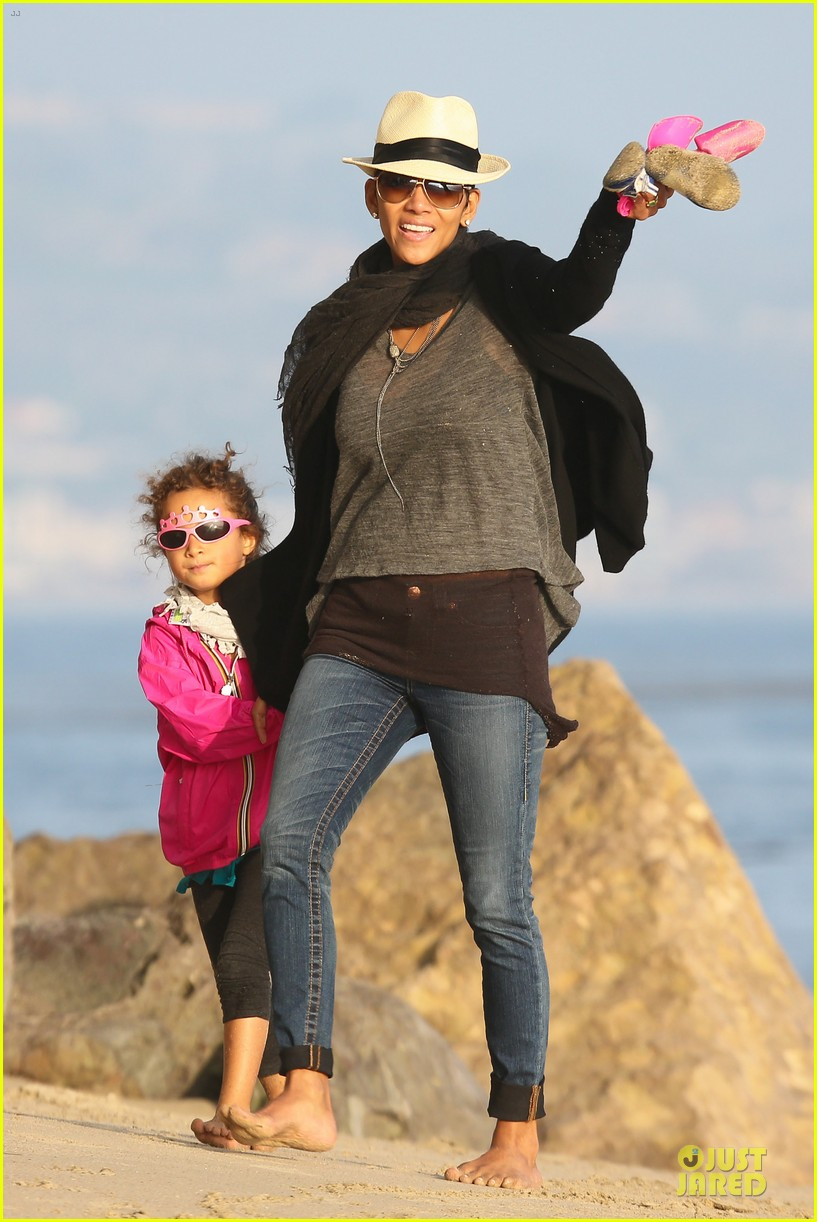 halle berry beach strolling duo 252772494