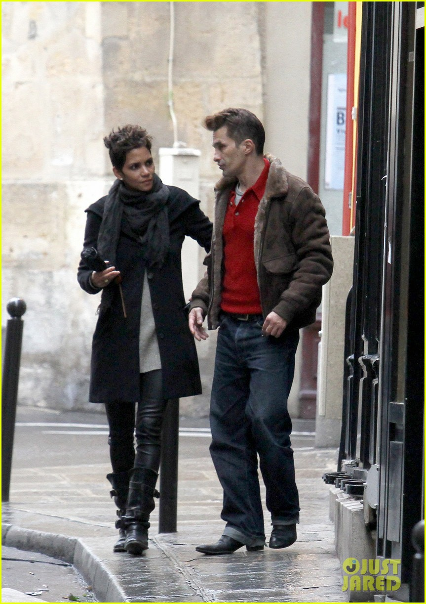 halle berry olivier martinez continue paris vacation 012781371