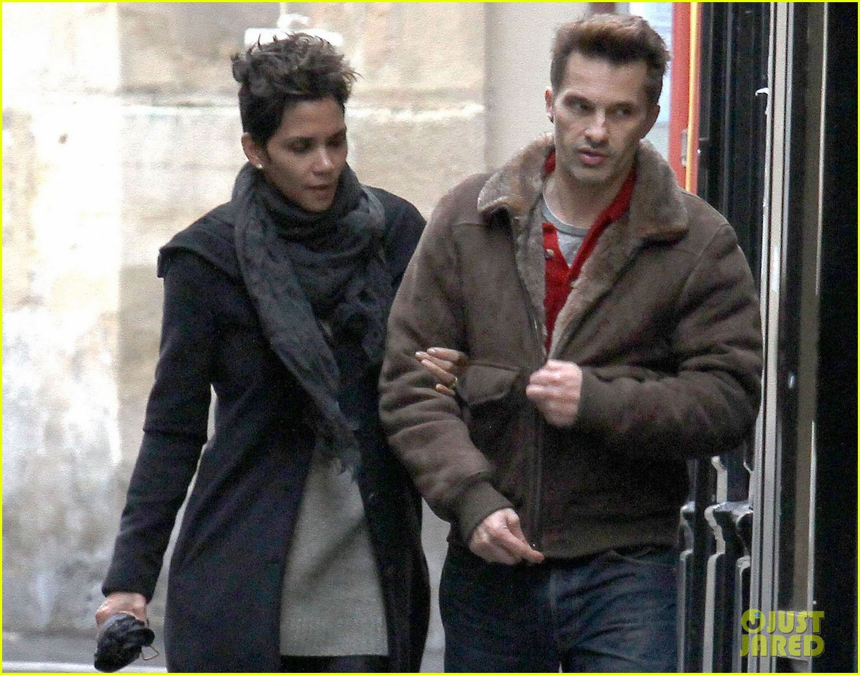 halle berry olivier martinez continue paris vacation 03