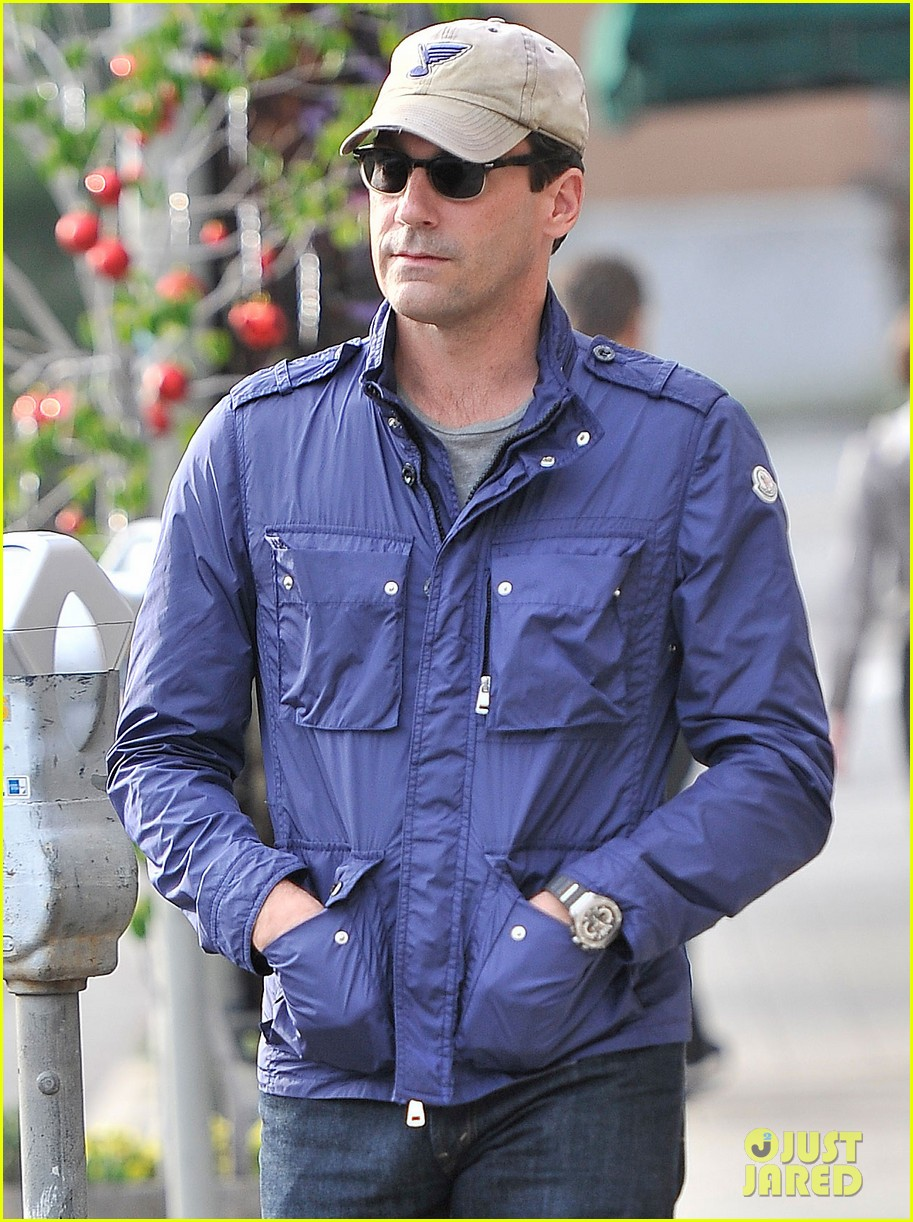 jon hamm lunches with elisabeth moss after work 04
