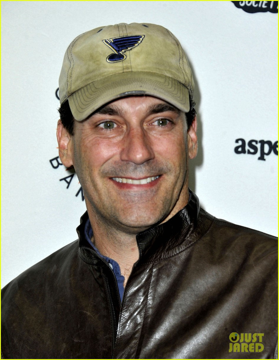 jon hamm lunches with elisabeth moss after work 06
