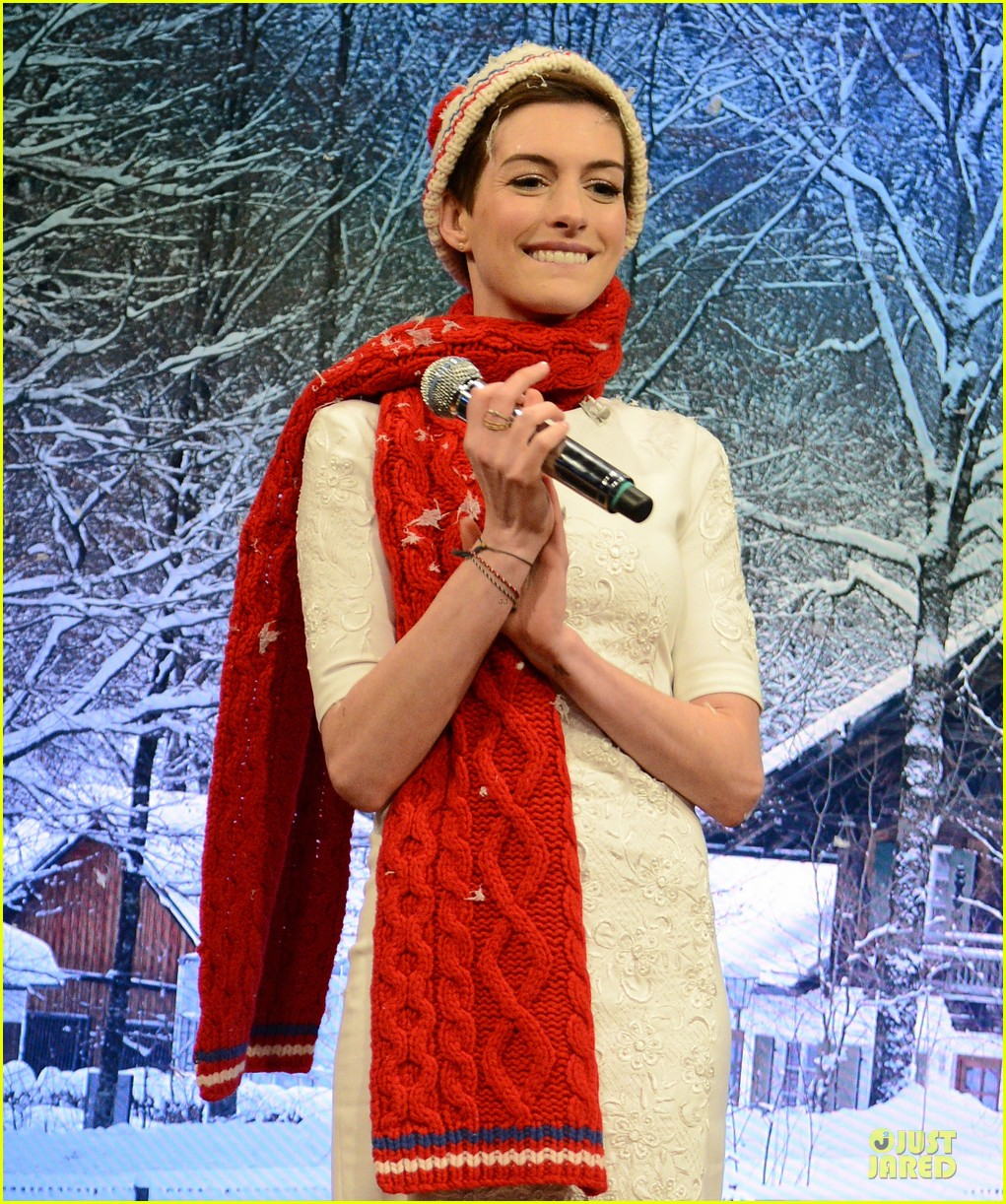 anne hathaway late night with jimmy fallon appearance 242774062