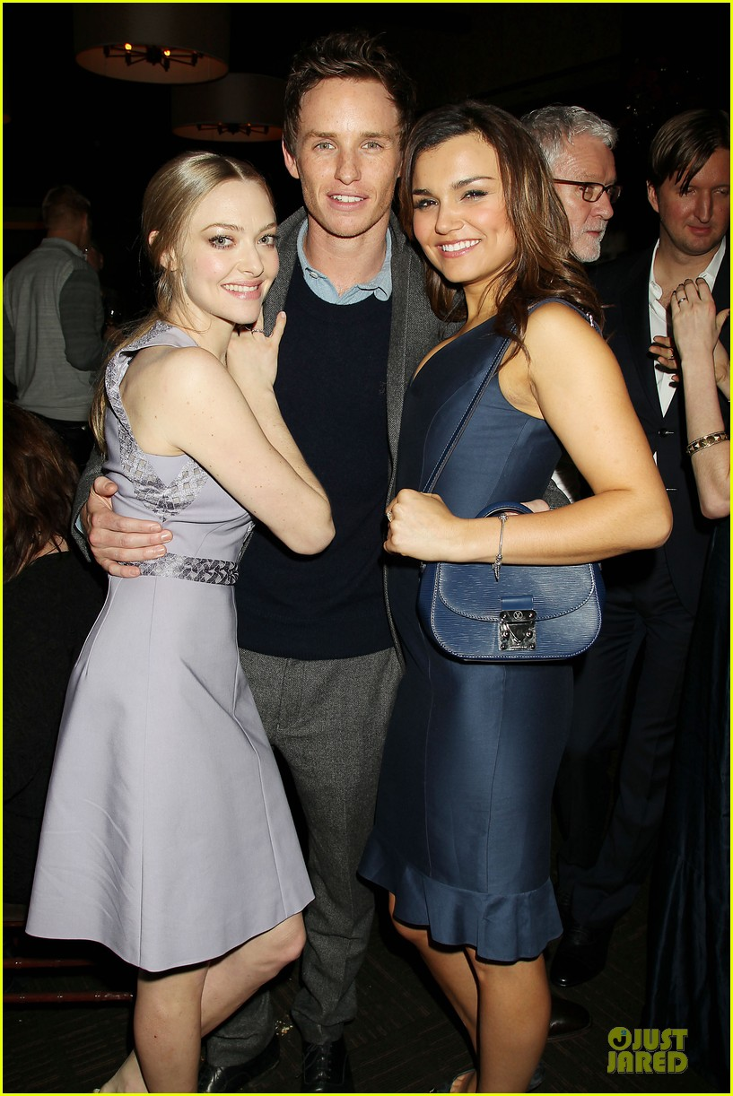 anne hathaway amanda seyfried les miserables new york screening after party 04