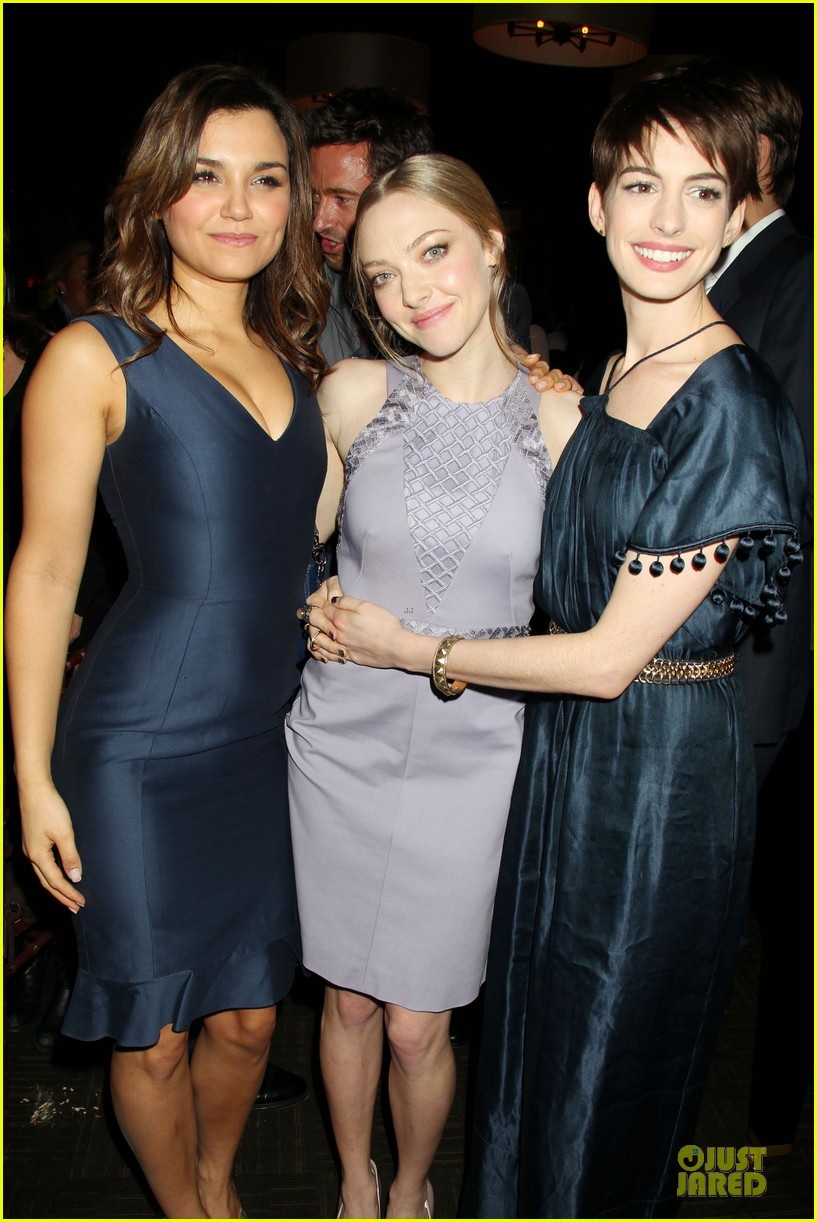 anne hathaway amanda seyfried les miserables new york screening after party 25