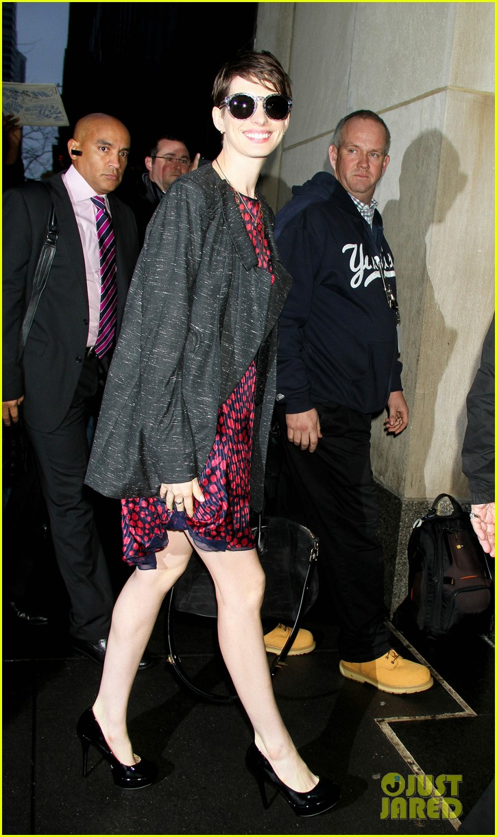 anne hathaway amanda seyfried les mis cast at today 13