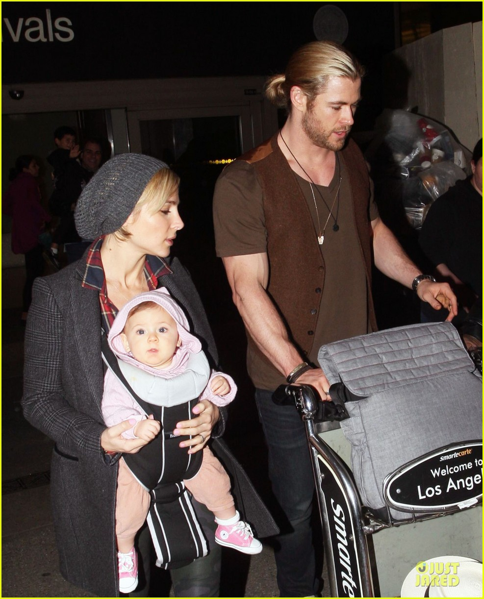 chris hemsworth & elsa pataky los angeles landing with india 11