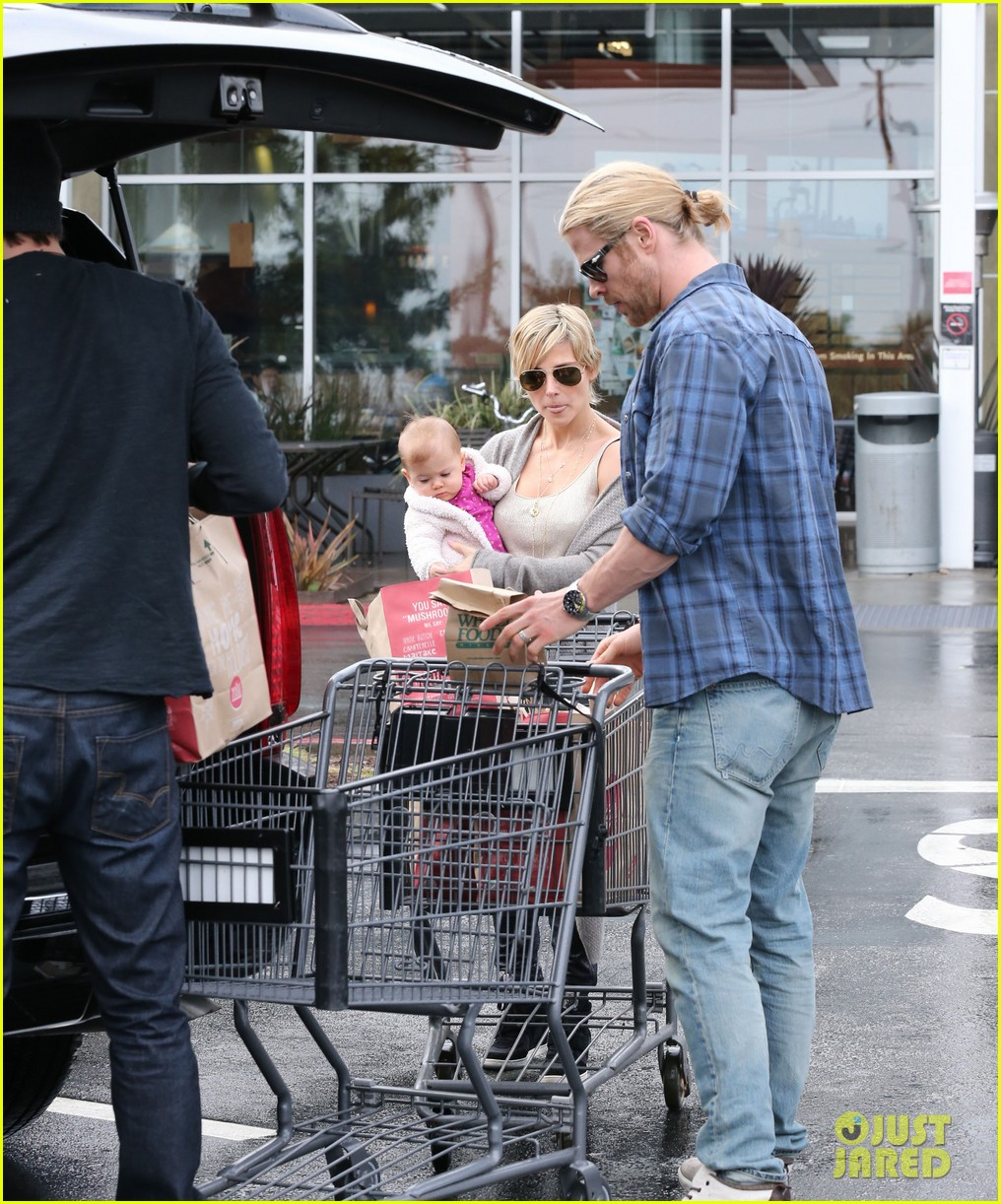chris liam hemsworth christmas eve dinner shopping 222780637