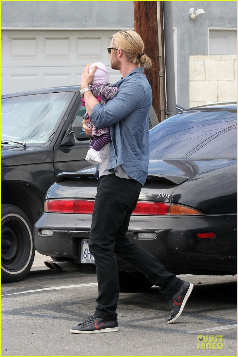 chris hemsworth & elsa pataky sunday lunch with liam hemsworth 09
